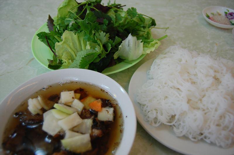 「【ハノイ】ベトナム料理と安宿とオープンバス」のアイキャッチ画像