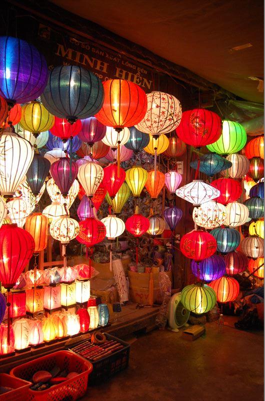 「【ホイアン】まるで田舎の夏祭り!ベトナムの古都ホイアンの夜が素敵過ぎる。」のアイキャッチ画像