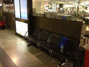 【メルボルン】空港のベンチ