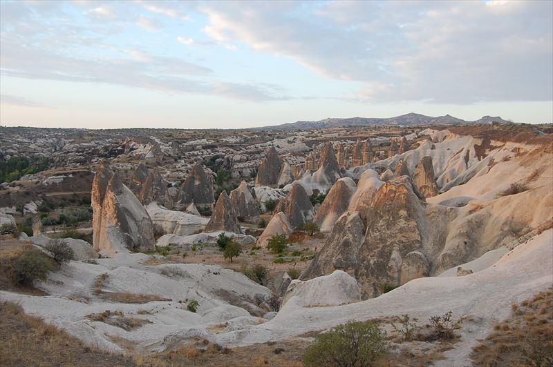 【カッパドキア】朝日を浴びた奇岩群
