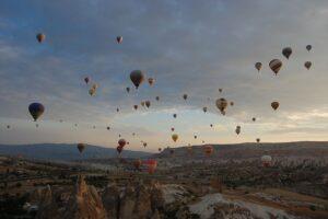 【カッパドキア】朝日を浴びた気球