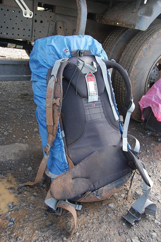 【エチオピア】バックパックが泥まみれ