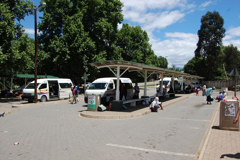 【アンダーバーグ】バス乗り場