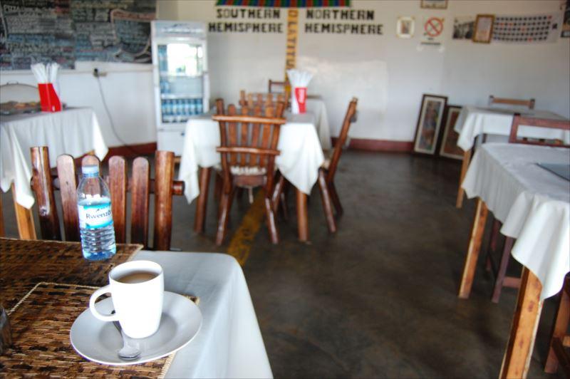 【カンパラ】赤道上のレストラン
