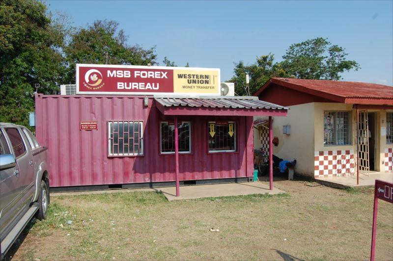【ソングウェ】タンザニア・マラウィ国境の両替所