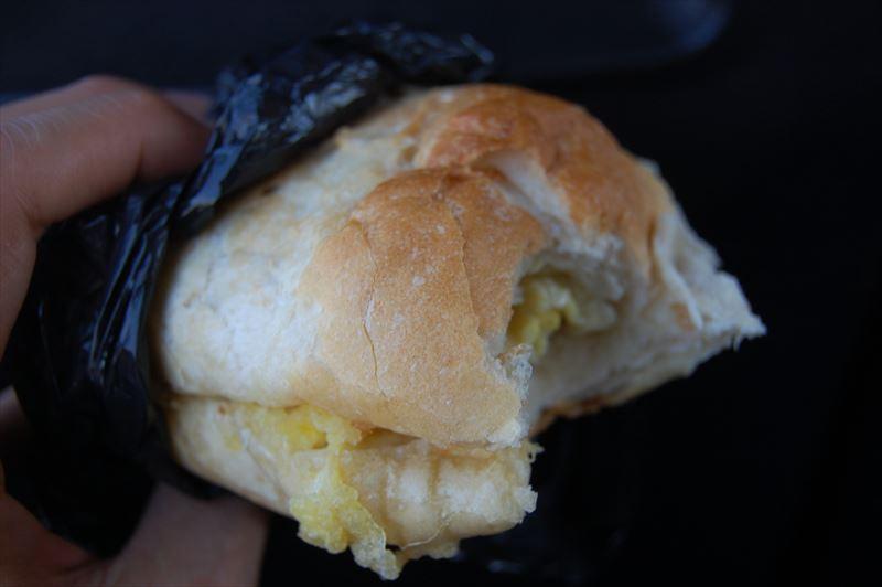 【モザンビーク】卵焼きのサンドウィッチ