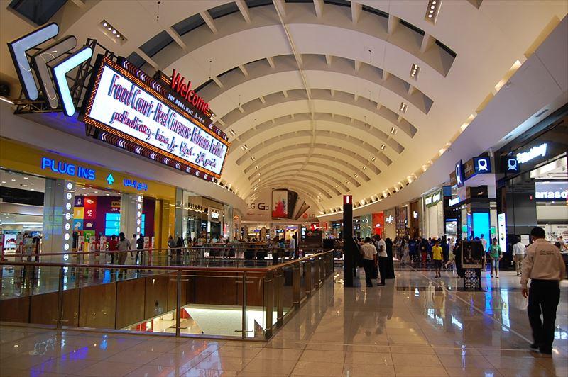 「【ドバイ】「ドバイモール」という世界最大級のショッピングモールのスケールが桁違い!!」のアイキャッチ画像