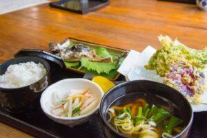 「山菜と川魚の店」