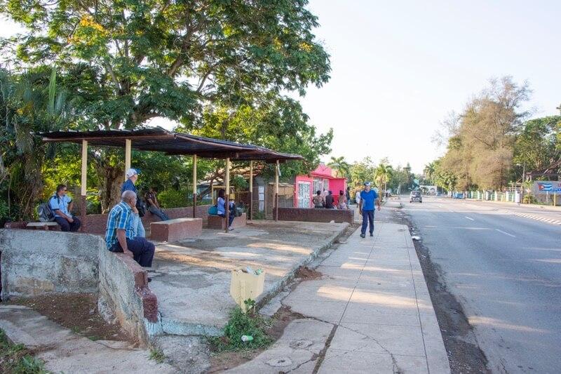 ハバナ空港ローカルバスのバス停まで