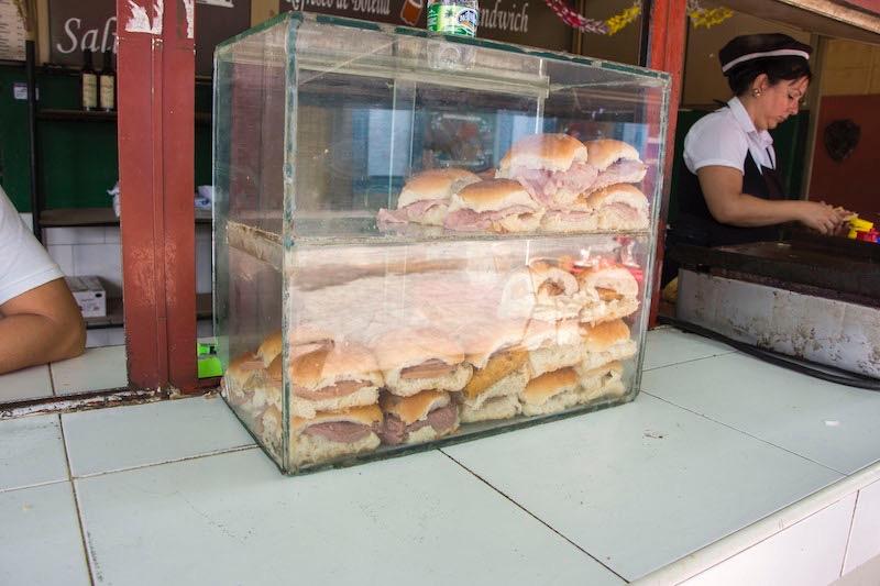 【キューバ】ハバナの立ち食い屋