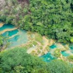 グアテマラの秘境にある絶景セムクチャンペイ!天然のインフィニティプールでフィッシュセラピーを楽しむ。