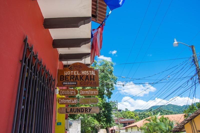 「コパン・ルイナスの安宿|HOTEL BERAKAH」のアイキャッチ画像