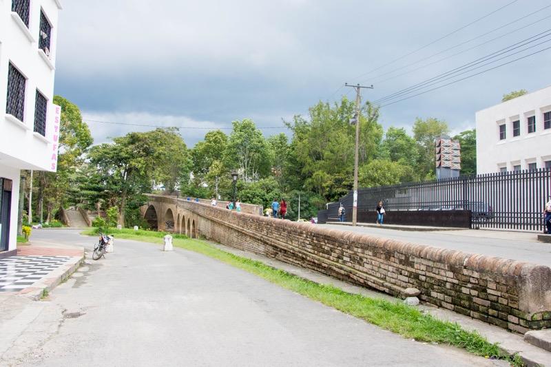 ポパヤン|石の橋