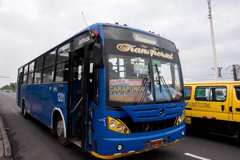 キト新市街からカルセレン(北)バスターミナルへのバス