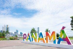 パナマシティ 「PANAMÁ」のモニュメント