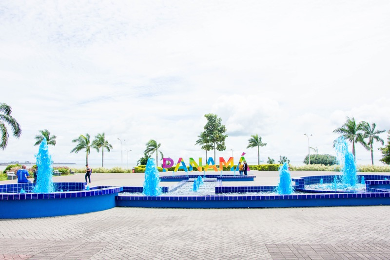 パナマシティ|「PANAMÁ」のモニュメント