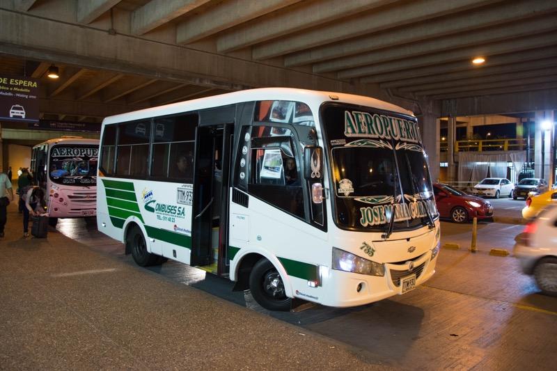 メデジン|空港→市内バス