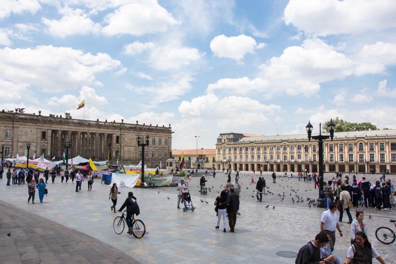 ボゴタ旧市街の観光地|ボリーバル広場