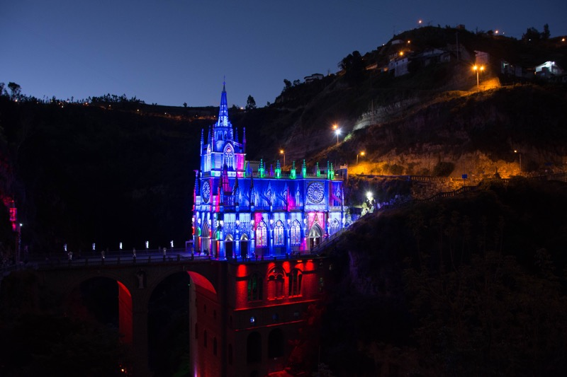コロンビア・イピアレス|ラス・ラハス教会のライトアップ
