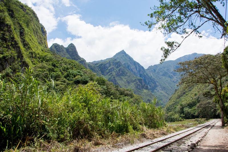 「ペルーのルート|マチュピチュが見えた!マチュピチュ村→クスコのバス・徒歩移動まとめ。」のアイキャッチ画像