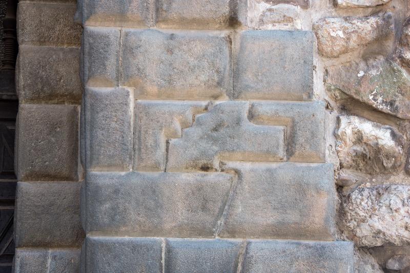 クスコ|13角の石