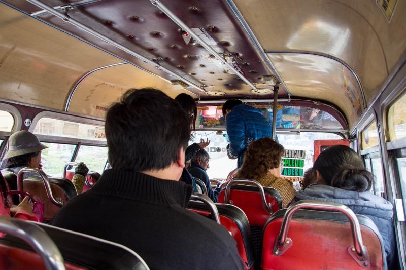 ラパス|月の谷行きのバス