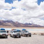 ウユニ→アタカマ抜け2泊3日ツアー2日目|宝石の道の始まり。野生のフラミンゴと絶景を目の前に最高のランチ。赤い湖ラグーナ・コロラダ。