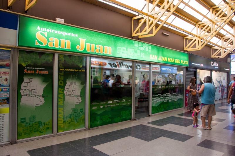 メンドーサのバスターミナルにあるバス会社「San Juan」