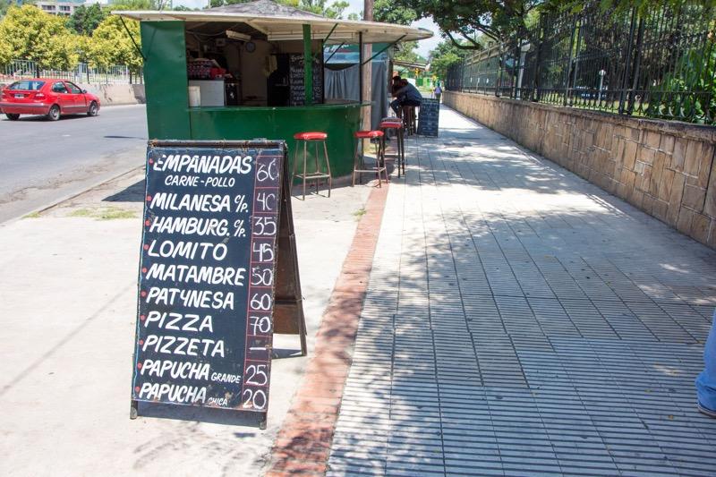 サルタ|バスターミナル近くのバーガー屋